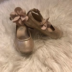 Gap girls champagne flats with ankle tie